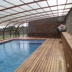 Cubierta alta de piscina adosada